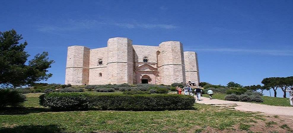Castel del Monte: mostra di Nino Longobardi fino al 30 ottobre